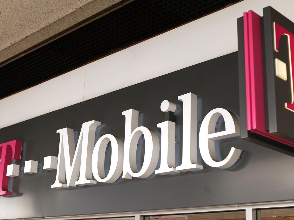Mobile U.S., Verizon trade quips