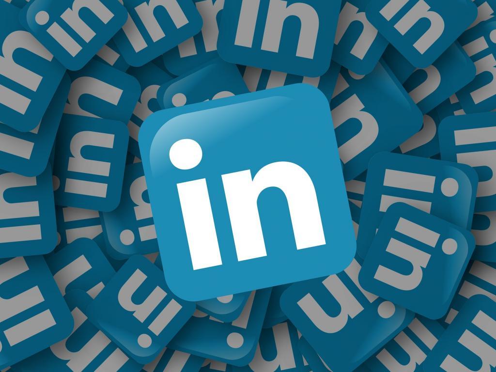 Microsoft to buy networking site LinkedIn for $26.2 billion