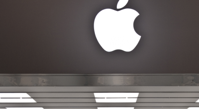 Apple Finishes Higher Despite Price Target Cut