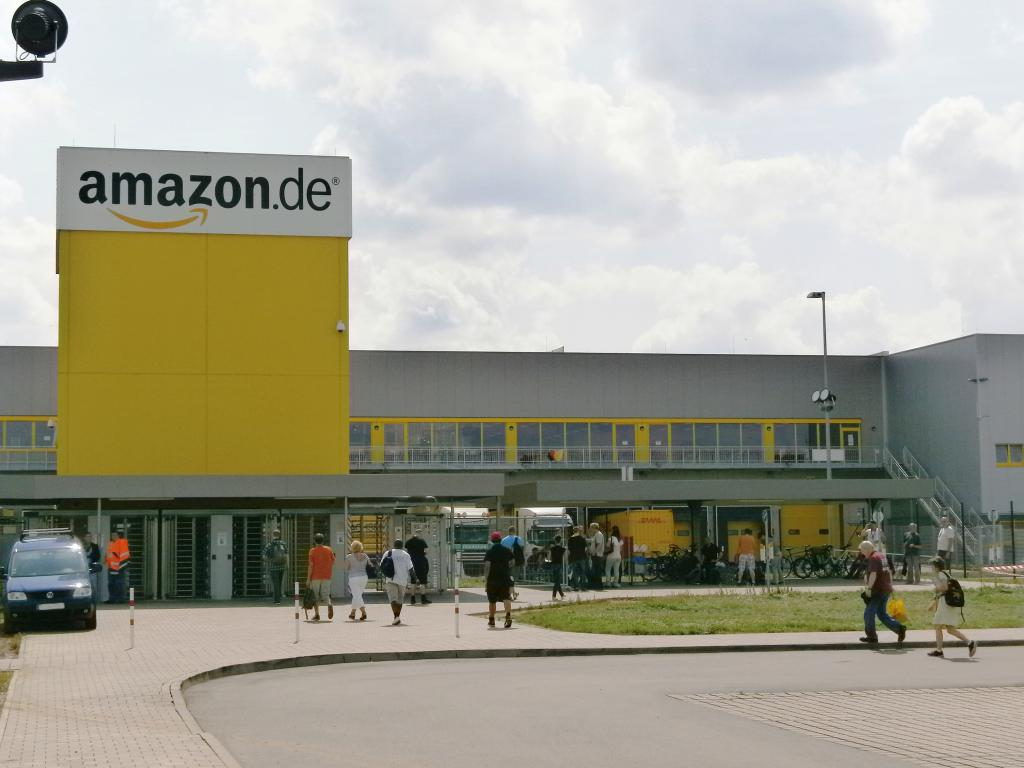Amazon.com, Inc. (NASDAQ:AMZN) Rating Reiterated by Deutsche Bank AG