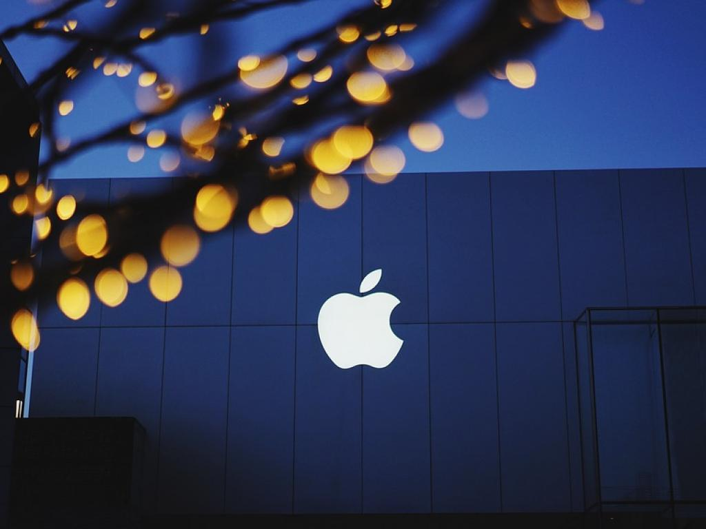 Apple Inc. (NASDAQ:AAPL) Receives