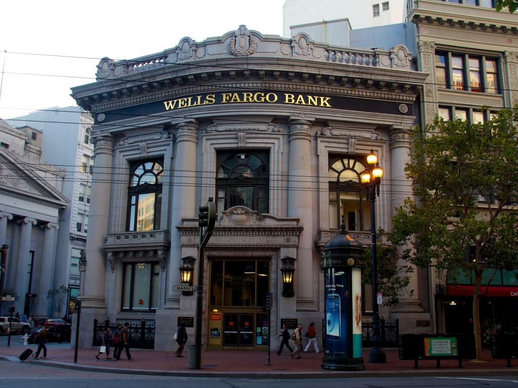 Wells Fargo will try to win back work with Ohio