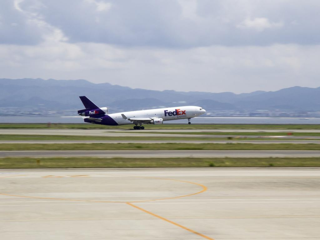 Bernstein Upgrades FedEx (FDX) to