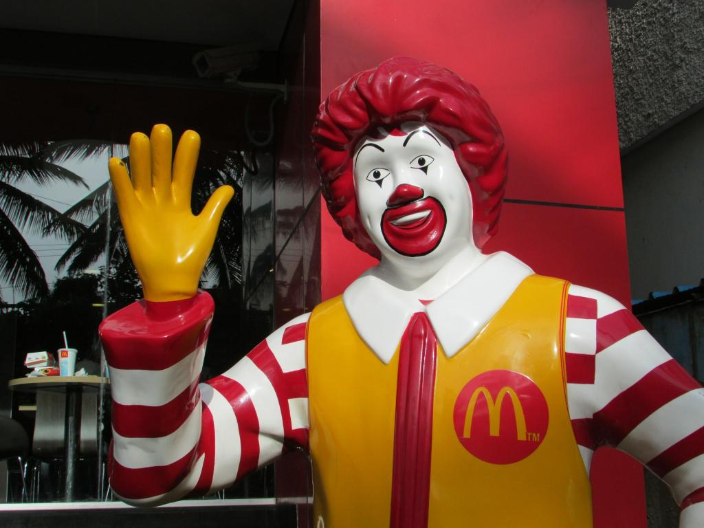 Mcdonalds Corp (NYSE:MCD) Stock Price While Sentiment Dive