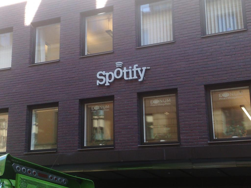 Spotify goes up against Apple in podcasting