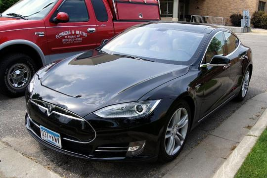 """Apple And Tesla Could Be """"Phenomenal"""" Together"""