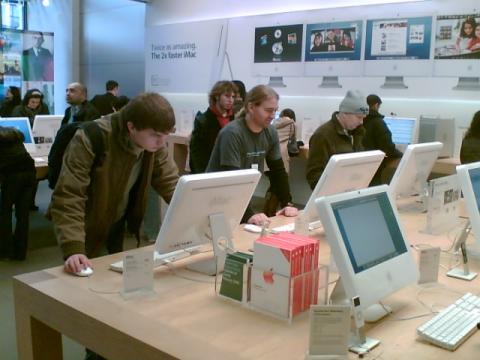 Whitney Tilson Backed Samsung Over Apple…