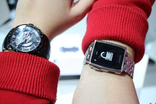 AU Optronics Heading Into Smartwatch Market Just In Time To Serve Apple?