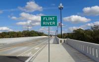 https://commons.wikimedia.org/wiki/File:Broad_Avenue_Memorial_Bridge,_Flint_Rive