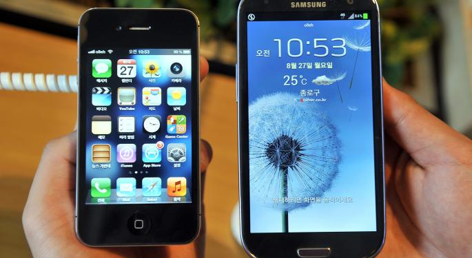 Apple's $1 Billion Patent Fight Takes Samsung Back To Court