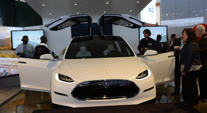 Pacific Crest On Tesla: Musk's 'Vague' Model X Commentary 'Raises Risk To Numbers'