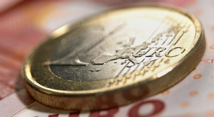 Euro Remains Below $1.35 On Lackluster Eurozone Data