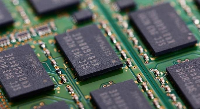 'Controversial' Micron Has 32% Downside, Nomura Warns After Asia Trip