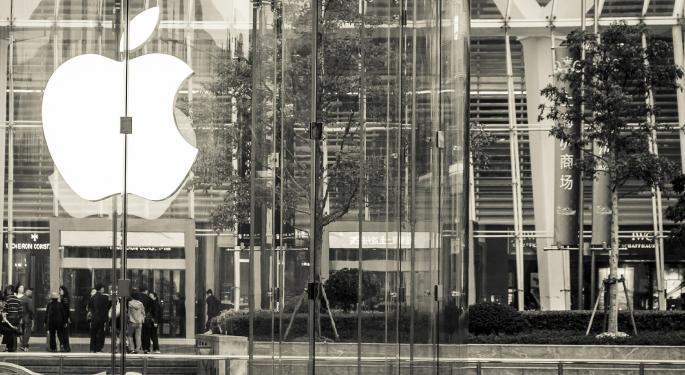 Stifel Downgrades Apple Following Weak iPhone Guidance, Lacking Near-Term Upside Catalysts