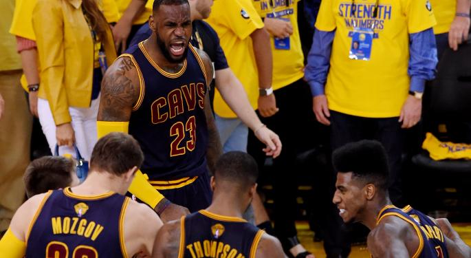 LeBron James Gives Teammates Apple Watches Prior To NBA Finals