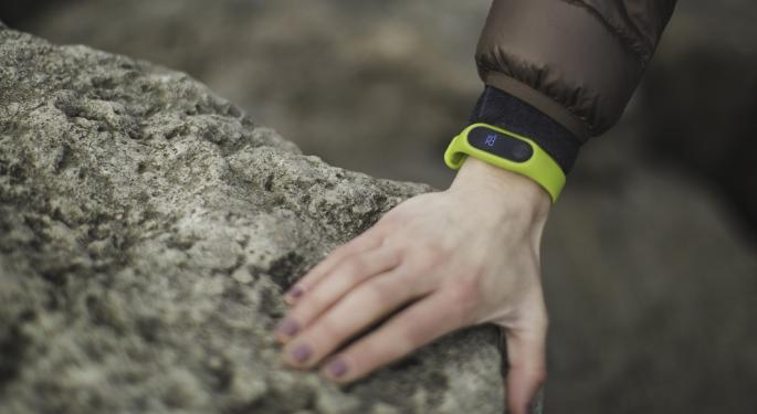 Analyst: Fitbit Stepping In Right Direction, But Qualms Continue