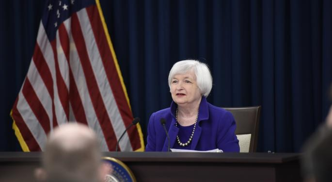 Yellen Says Fed Should Proceed Cautiously In Adjusting Policy