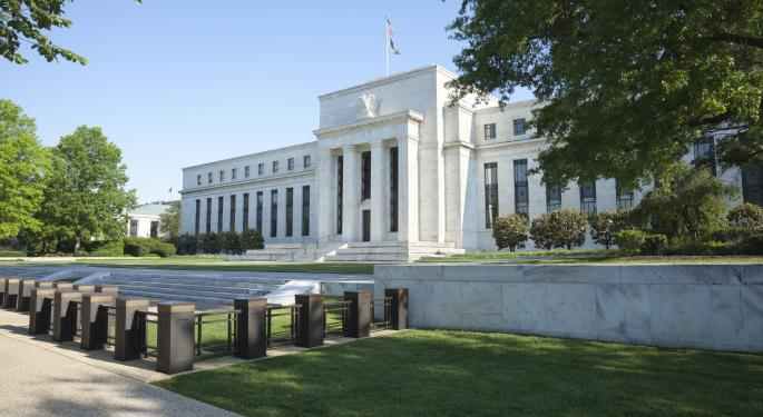 Fed Keeps Bond Buying On Track, Sees Modest Recovery