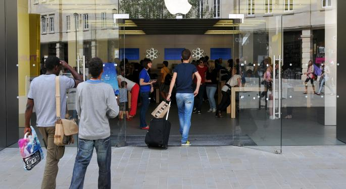 iPhone Sales Jump 15% in America, Setting New Record