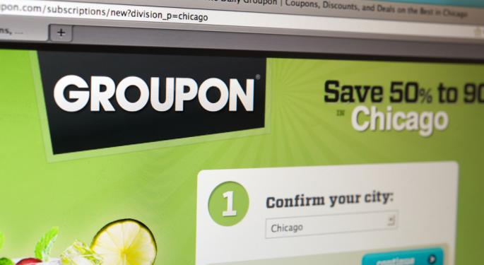 Groupon Plunges as Mason Keeps Top Job